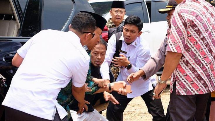 BRUTÁLIS: Megkéselték az indonéz igazságügyi és belbiztonsági minisztert – VIDEÓ