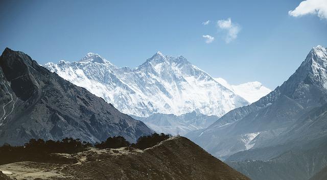 Aggódnak a nepáli expedíciószervezők az olvadó hó alól előkerülő holttestek miatt