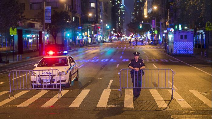Pánik New Yorkban: emberek közé hajtott egy autó