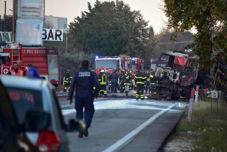 Gázszállító teherkocsi robbant fel egy olasz benzinkúton - ketten meghaltak!