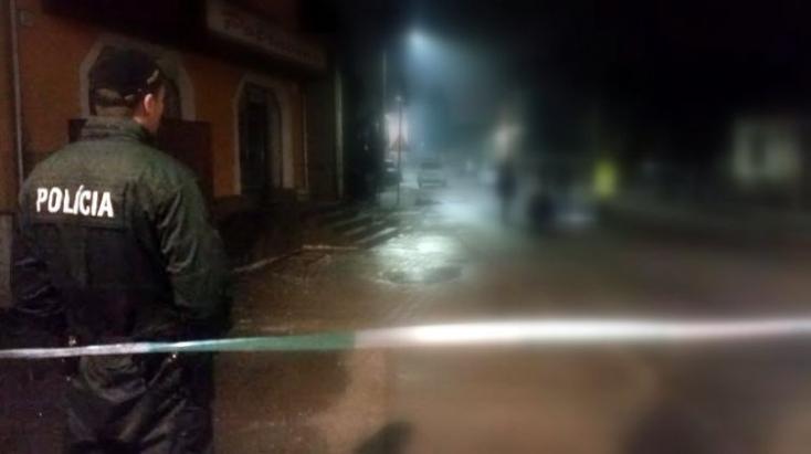 Rendőrök lőttek le egy férfit, aki késsel támadt rájuk