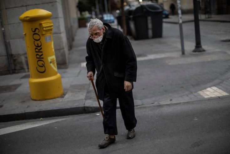 Leléceltek a spanyol gondozók, ott hagyták meghalni az időseket az otthonban