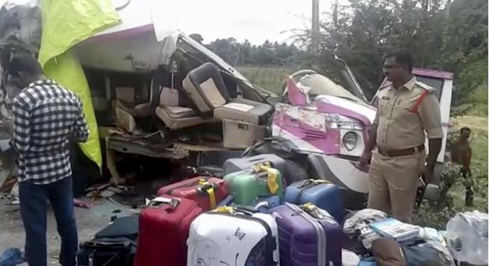 Súlyos buszbaleset történt Indiában, sokan meghaltak
