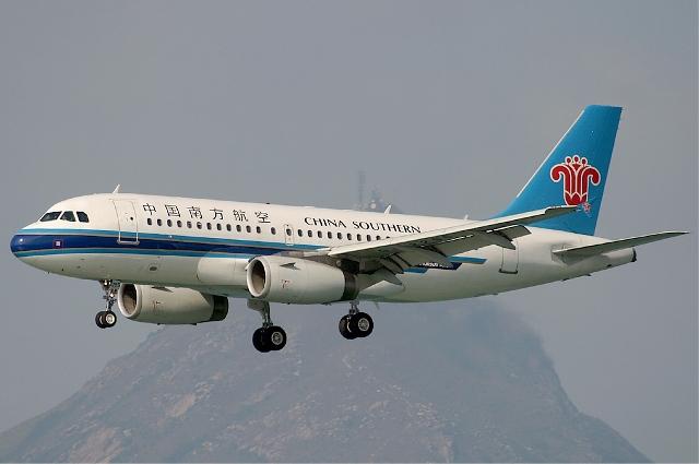 A légnyomáskülönbség a betört fülkeablakon át félig kiszippantotta a repülőgép pilótáját
