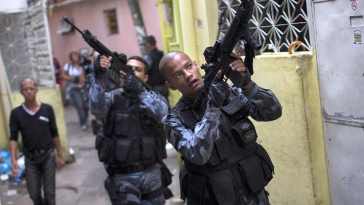 Tucatnyi halottja van a rendőrség és a hadsereg razziáinak a riói nyomornegyedekben