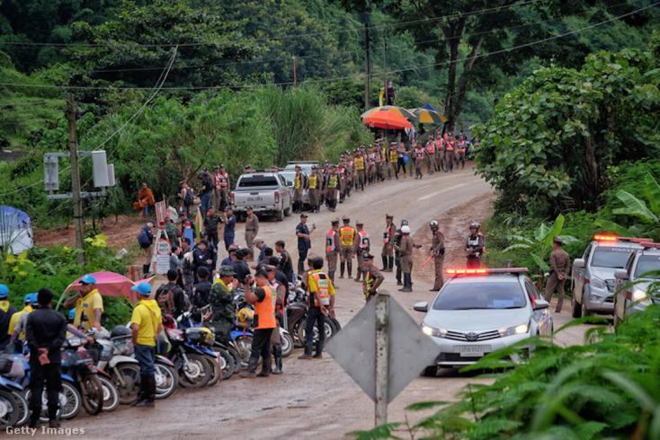 BREAKING: Kimentették az első gyerekeket a thaiföldi barlangból!