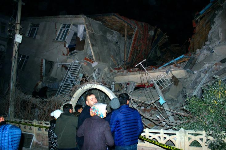 Erős földrengés rázta meg Törökországot, legalább 18-an meghaltak!