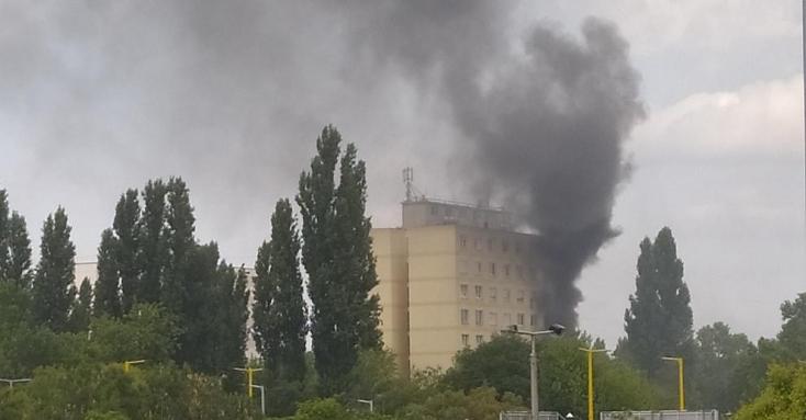 TRAGÉDIA:Tűz ütött ki egy társasház ötödik emeleti lakásábanGyőrben, egy ember bennégett