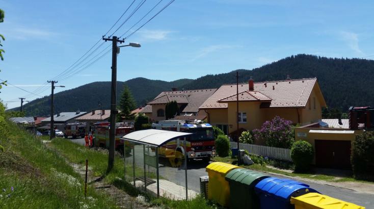 Két holttestet találtak a tűzoltók az égő házban, egyikükön bilincs, fején műanyag zsák!