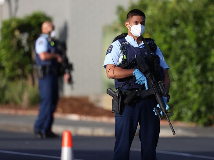 Megkéseltek több embert egy új-zélandi bevásárlóközpontban, a támadót agyonlőtték