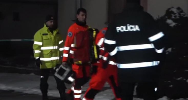 BORZALOM: A nappaliban hevert egy összevagdalt férfi holttest