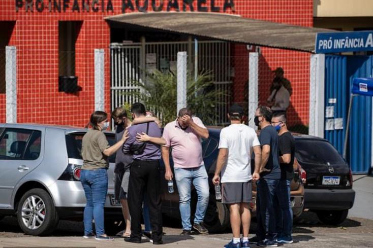 BORZALOM: Bozótvágó késsel ölt meghárom gyereket és kétgondozót egy 18 éves fiatal egy brazil óvodában