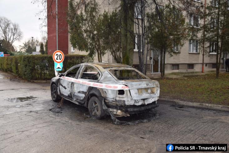 BORZALOM: Kis híján bennégett a kocsijában egy fiatal Nagymagyaron!