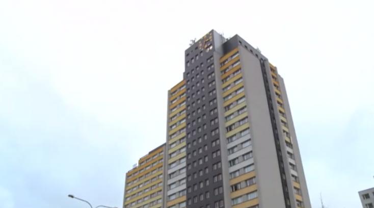 Elképesztő! 19 emeletet zuhant, de életben maradt a 15 éves fiú